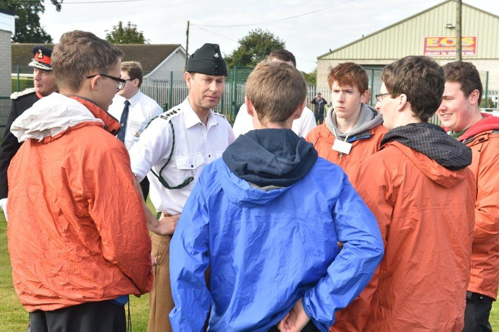 Prince Andrew talks to the DofE Participants